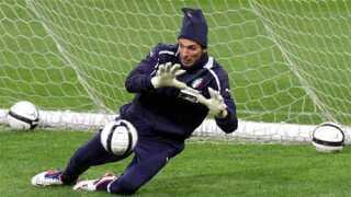 Den 35-årige Gianluigi Buffon er en af de to bedste målmænd i det 21. århundrede. Den anden er spanieren Iker Casillas, der fylder 32 til maj.