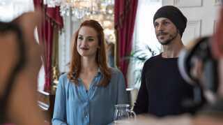 Gustaf Skarsgård og særligt Danica Curcic imponerer DRs filmanmelder Per Juul Carlsen.
