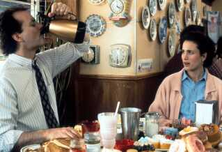 Bill Murray og Andie MacDowell i filmklassikeren'Groundhog Day'(1993), hvor dan samme dag også genleves igen og igen - og igen.