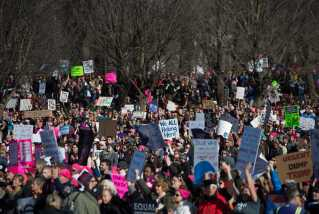 Her protesterer kvinder i Washington.