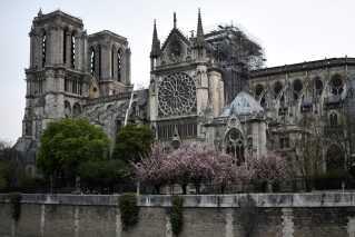 Med en hurtig indsats fra de omkring 400 brandfolk lykkedes det at forhindre en fuldstændig ødelæggelse af den over 850 år gamle katedral.