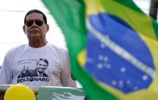 Jair Bolsonaros kandidat som vicepræsident, Hamilton Mourão, ses her ved et vælgermøde i Manaus.