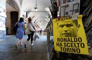 En plakat i Torino med  'Ronaldo vælger Torino'