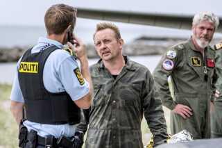 Ubådsbygger Peter Madsen er sigtet for drabet på Kim Wall samt usømmelig omgang med lig og anden seksuel omgang end samleje. Han erkender usømmelig omgang med lig, men nægter drab.