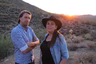 Anne Hjernøe og Anders Agger har lavet rejseprogrammer sammen i syv år. I år gik turen til USA. Her er de i Arizona.
