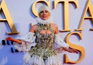 Nu som filmstjerne. Her deltager Lady Gaga i den britiske premiere på 'A Star Is Born' i London.
