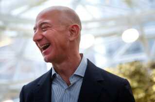 Amazon-stifteren Jeff Bezos bygger nu et ur i et kæmpe bjerg i Texas.