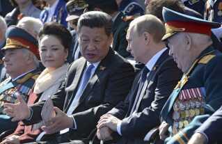 De to præsidenter under paraden på Den Røde Plads i Moskva i maj 2015.
