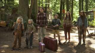 De seks børn i filmen 'Captain Fantastic' er afskåret fra samfundet. Ude i skoven lærer de sprog og læser bøger i stedet for at se fjernsyn, og de er dygtige og i fysisk god form, men har ingen kontakt med andre børn.