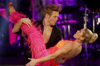 Silas Holst har to gange vundet 'Vild med Dans'. blandt andet i  2011, hvor han dansede med skiløber Sophie Fjellvang-Sølling.