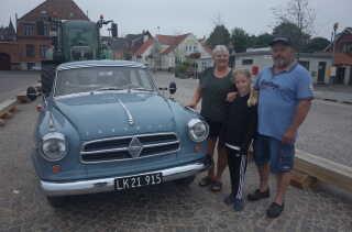 Turen går til Møns Klint i den gamle veteranbil. Motorvejen blev valgt fra og i stedet tager familien færgen. (Foto: Christina Nordvang Jensen)