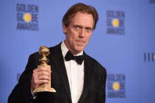 Hugh Laurie sendte en tak til Susanne Bier, da han modtog prisen for sin rolle i miniserien 'Natportieren'.