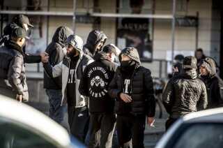 LTF-støtter har flere gange båret tøj med mærker på, når de er mødt op foran de danske domstole, når folk fra gruppen har været for retten.