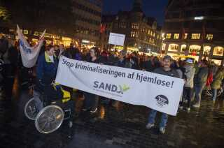 Fronten på fakkeltoget mod zoneforbud til hjemløse på Kultorvet i København. (Foto: Henning Bagger/Ritzau Scanpix)