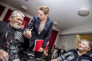 Dæk-Carl nåede aldrig på plejehjem som beboerne på Plejecenter Sølund i København, der tirsdag fik besøg af Mette Frederiksen.