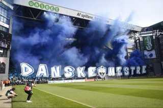 FC Københavns fans giver AGF røg inden sidste ligakamp 29 maj 2016 mod AGF. Inden da var FCK blevet mestre to runder i forvejen.