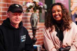 Alexander og Sarah er begge to 22 år gamle og store fans af tv-serien 'Venner'.