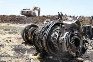 Vragdele efter flystyrtet i Etiopien.
