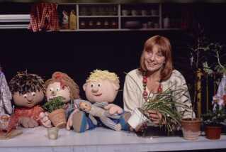 Gennem årene blev det til stadigt flere dukker i 'Fredagsbio', og Bulder og Fie kom for eksempel også til.