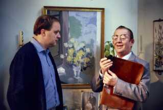 Allerede i 1970'erne blev Flemming Jensen kendt af DR's børneseere, når han var 'Doktor Femmer' klokken 17.00. Og inden 'Nissebanden' havde premiere i 1984, havde man kunnet se ham spille sammen med blandt andre Buster Larsen i 'tv-spillet Tjenstlig tavshed' i foråret 1984. Stykket var skrevet af Ebbe Kløvedal Reich og Morten Arnfred.