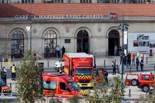 Ambulancer og redningstjeneste ved Saint-Charles.