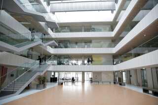 De cirka cirka 8.400 kvadratmeter, som DR ønsker at leje ud, er samlet i denne opgang i DR Byen.