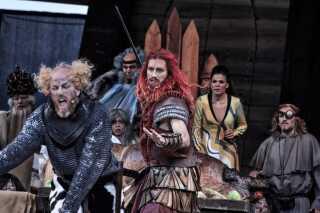 Megaeventen Røde Orm var resultatet af et samarbejde mellem Det Kongelige Teater, Moesgaard Museum og Aarhus 2017. 92.000 publikummer købte billet, og eventen gav derfor flere millioner kroner i overskud.