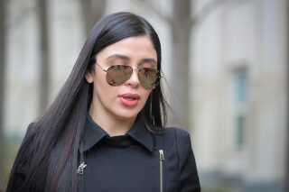 Emma Coronel forlader retten på en af sagens sidste dage.