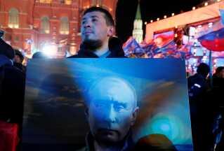 En modstander af Vladimir Putin var i aftes taget ind til Den Røde Plads, hvor den nyvalgte præsident holdt sin sejrsfest.