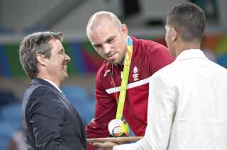 Det var kronprinsen, der overrakte sølvmedaljen til Mark O., da han blev nummer to til OL i Rio.