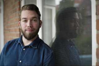 Michael Harders bor til daglig i Aarhus, hvor han arbejder som kommunikationsansvarlig i Aarhus.