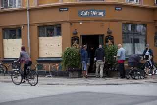 Café Viking her med planker for vinduerne blev i 2012 omdrejningspunktet for en sag om beskyttelsespenge.
