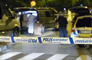 Svensk politis kriminalteknikere har arbejdet i løbet af natten for at sikre spor efter et nyt skyderi i Malmö, som kostede en ung mand livet.