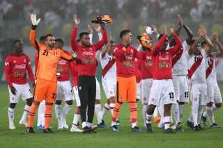 Perus landshold takker tilskuerne efter en venskabskamp mod Skotland tirsdag.