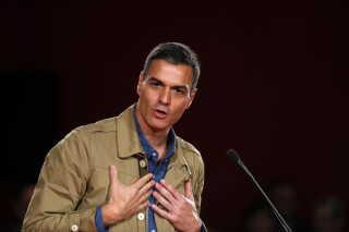Regeringsleder Pedro Sanchez kom til magten, da hans konservative forgænger tabte en mistillidsafstemning.