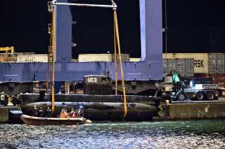 Ubåden 'UC3 Nautilus' blev bjærget af politiet og løftet op i Københavns Nordhavn lørdag den 12. august 2017.