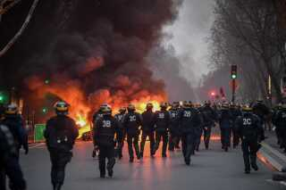 Politiet i Paris var ikke mødt så talstærkt frem i går, da der heller ikke var så mange demonstranter som tidligere.