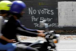 Grafitti på en væg i Caracas opfordrer til ikke at stemme til valget.