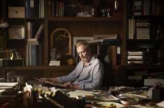 Lars Mikkelsen i rollen som familiens dominerende patriark, Johannes, der kæmper med en del indre dæmoner.