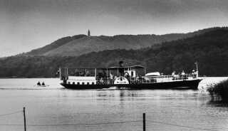 (Arkiv) Floddamperen Hjejlen har sejlet på Gudenåen og Silkeborgsøerne i mere end 150 år. Dette billede med Hjejlen og Himmelbjerget i baggrunden er fra 1985.