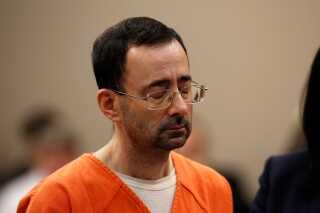 Lægen Larry Nassar er nu dømt for både besiddelse af børneporno og syv tilfælde af seksuelt misbrug af mindreårige.