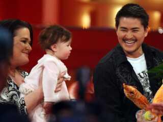Thomas Beatie, hans ekskone Nancy og datteren Susan Juliette på den tyske tv-kanal RTL i december 2008.