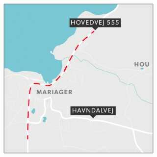 Der findes allerede en hovedvej mellem Mariager og Assens, hvor køreturen imellem de to byer tager ni minutter. Ruten leder i forvejen biler, der skal passere byen uden om midtbyen. Den nye omfartsvej skal gå syd om byen.