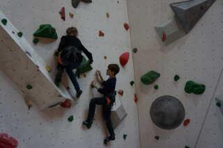 Piger er ofte lige så gode - eller bedre - end drengene til at klatre.