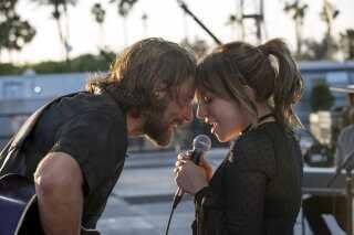 I genindspilningen af filmen 'A Star Is Born' spiller Lady Gaga overfor Bradley Cooper, der debuterer som instruktør med denne film.