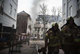 Brandslukkere i aktion ved Holsteins Palæ den 14. marts 2016.
