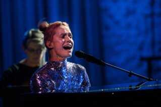 Ingen 'Danmarks Indsamling' uden musik. I år leverede sangerinden Oh Land - Nanna Øland - blandt andet den fra scenen.