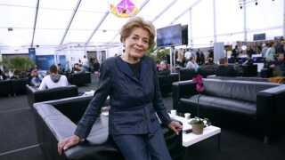 - Jeg betyder meget for fansene. Jeg er symbolet på Eurovision, siger Lys Assia.
