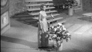 Her byder Lotte Wæver velkommen til Grand Prix Eurovision 1964 i Tivolis Koncertsal.
