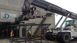 Når man lægger alle stål- og aluminiumskasserne sammen, fylder de 800 kvadratmeter!